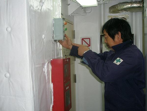 吸排気ファン及び燃料ポンプ緊急停止装置操作中.JPG
